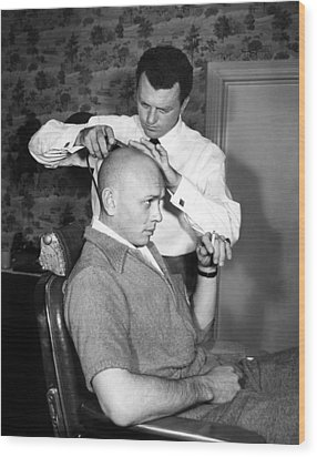 Yul Brynner Getting Shaved By Makeup Wood Print by Everett