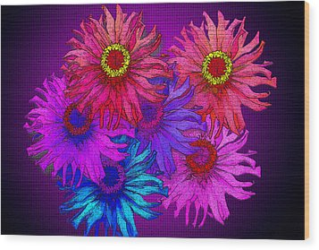 Zinnia Surprise Wood Print by Larry Bishop