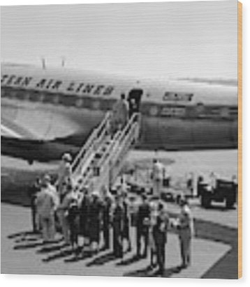 1950s Group Of Passengers Boarding Wood Print by Vintage Images
