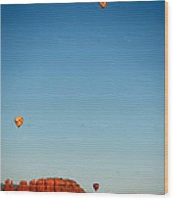 Balloons Over The Red Rocks Of Sedona Wood Print by Gavin Baker