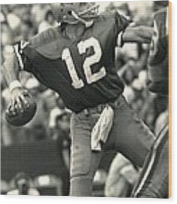 Roger Staubach Vintage Nfl Poster Wood Print by Gianfranco Weiss
