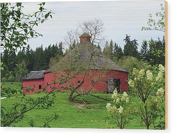 Spring At The Round Barn Wood Print