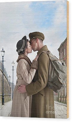 Wood Print featuring the photograph 1940s Lovers by Lee Avison
