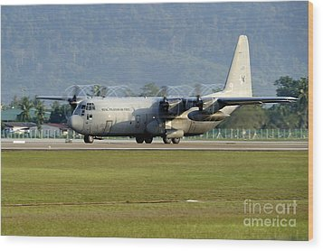 A C-130j Hercules Of The Royal Wood Print by Remo Guidi