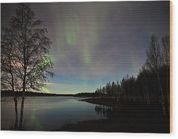 Aurora At The Lake Wood Print
