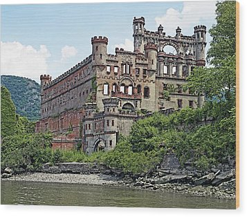 Bannerman Castle On Pollepel Island In The Hudson River New York Wood Print by Brendan Reals