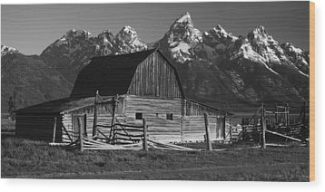 Barn In The Mountains Wood Print by Andrew Soundarajan