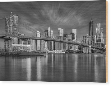Brooklyn Bridge From Dumbo Wood Print by Susan Candelario