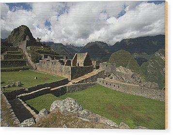 Central Plaza At Machu Picchu Wood Print by Aidan Moran