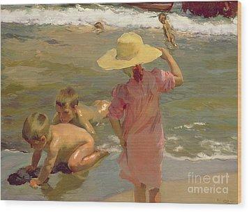 Children On The Seashore Wood Print by Joaquin Sorolla y Bastida
