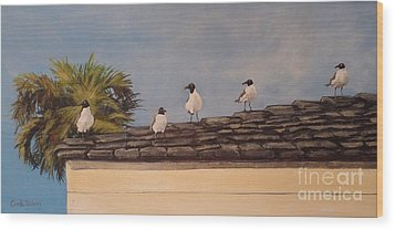 Cinco Seagulls Wood Print by Carla Dabney