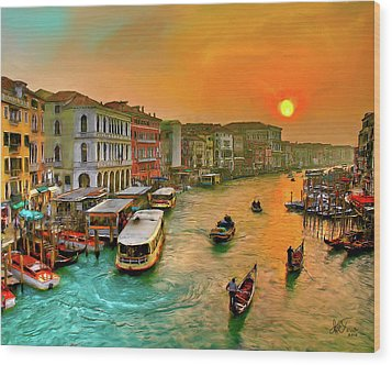 Wood Print featuring the photograph Imbarcando. Venezia by Juan Carlos Ferro Duque