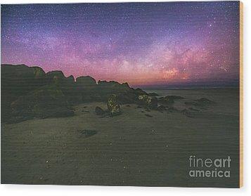 Milky Way Beach Wood Print by Robert Loe