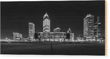 Milwaukee County War Memorial Center Wood Print by Randy Scherkenbach