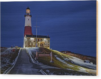 Wood Print featuring the photograph Montauk Point Lighthouse by Susan Candelario