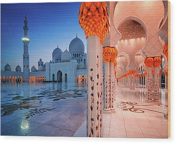 Night View At Sheikh Zayed Grand Mosque, Abu Dhabi, United Arab Emirates Wood Print