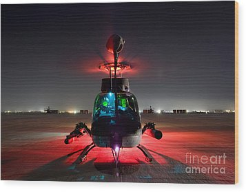 Oh-58d Kiowa Pilots Run Wood Print by Terry Moore