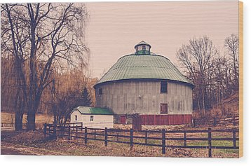 Round Barn Wood Print by Dan Traun