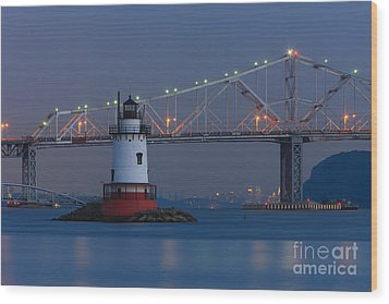 Tarrytown Lighthouse And Tappan Zee Bridge At Twilight Wood Print by Clarence Holmes