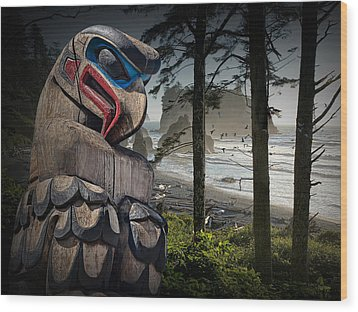 Totem Pole In The Pacific Northwest Wood Print