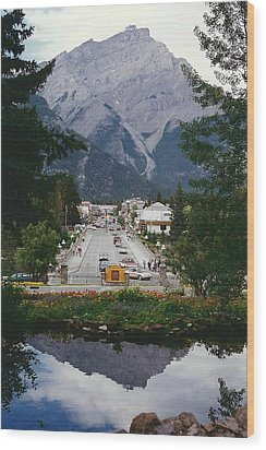 Town Of Banff Wood Print by Shirley Sirois