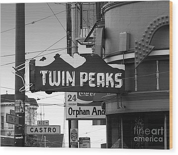 1 Twin Peaks Bar In San Francisco Wood Print by Wingsdomain Art and Photography