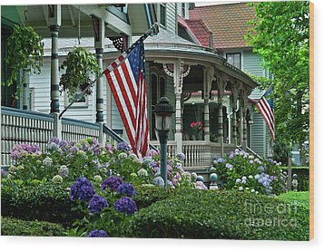 Victorian House And Garden. Wood Print by John Greim