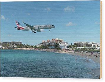 American Airlines Landing At St. Maarten Wood Print by David Gleeson