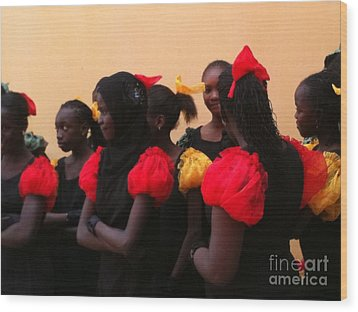 Goree Girls Wood Print by Fania Simon