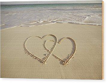 2 Hearts Drawn On The Beach Wood Print by Gen Nishino