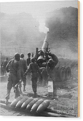Korean War: Artillery Wood Print by Granger