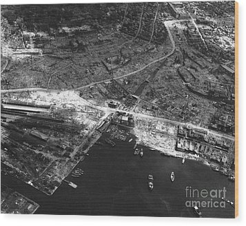 Nagasaki, 1945 Wood Print by Photo Researchers