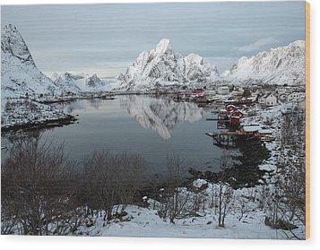 Wood Print featuring the photograph Reine, Lofoten 4 by Dubi Roman
