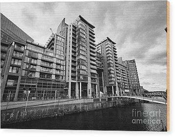 The River Irwell Between Spinningfields And Salford Manchester England Uk Wood Print by Joe Fox