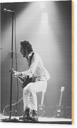 The Who's Pete Townshend 1972 Wood Print by Chris Walter