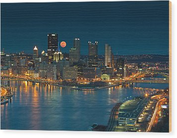 2011 Supermoon Over Pittsburgh Wood Print by Jennifer Grover