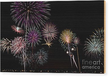 2013 Fireworks Over Alton Wood Print