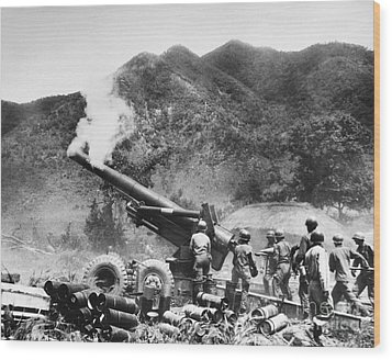 Korean War: Artillery Wood Print by Granger