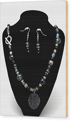 3545 Black Cracked Agate Necklace And Earring Set Wood Print by Teresa Mucha