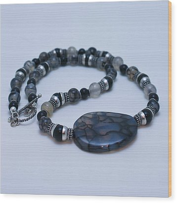 3552 Cracked Agate Necklace Wood Print by Teresa Mucha