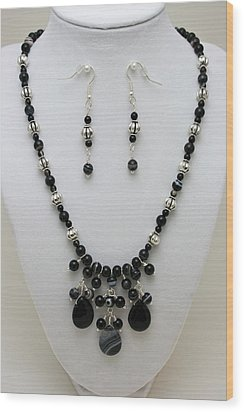 3601 Black Banded Onyx Necklace And Earrings Wood Print by Teresa Mucha