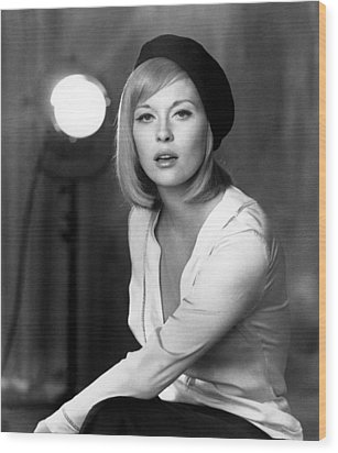 Bonnie And Clyde, Faye Dunaway, 1967 Wood Print by Everett