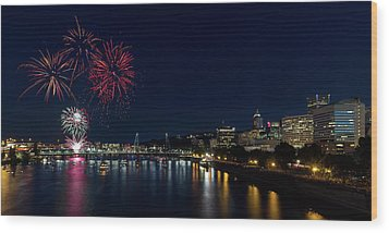 4th Of July Fireworks At Portland Waterfront 2016 Wood Print by David Gn