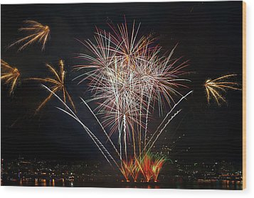 4th Of July Fireworks Display From The Barge Portland Oregon Wood Print by David Gn