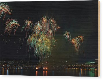 4th Of July Fireworks From The Barge Portland Oregon Wood Print by David Gn