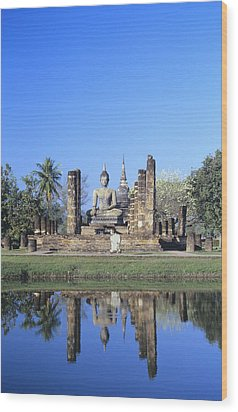 Wat Mahathat Wood Print by Gloria & Richard Maschmeyer - Printscapes