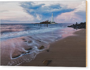 Saint Mary's Lighthouse At Whitley Bay Wood Print by Ian Middleton