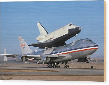 747 Takes Off With Space Shuttle Enterprise For Alt-4 Wood Print by Brian Lockett
