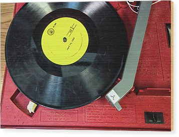 Wood Print featuring the photograph 8 Rpm Record Player by Gary Slawsky