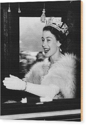 British Royalty. Queen Elizabeth II Wood Print by Everett